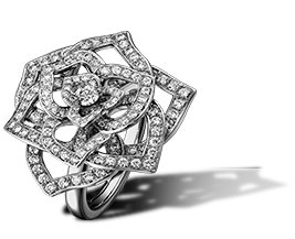 Piaget Rose ring in 18K white gold, set with one brilliant-cut diamond (approx. 0.1 ct) and 153 brilliant-cut diamonds (approx. 1.02 ct).