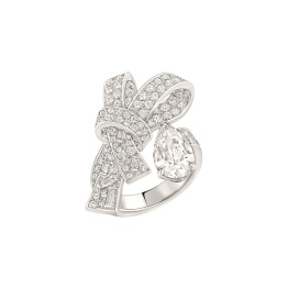 """Les intemporels de Chanel. """"Ruban"""" ring in 18K white gold set with a 2-carat pear-cut diamond, 6 baguette-cut diamonds and 112 brilliant-cut diamonds for a total weight of 1.6 carat."""