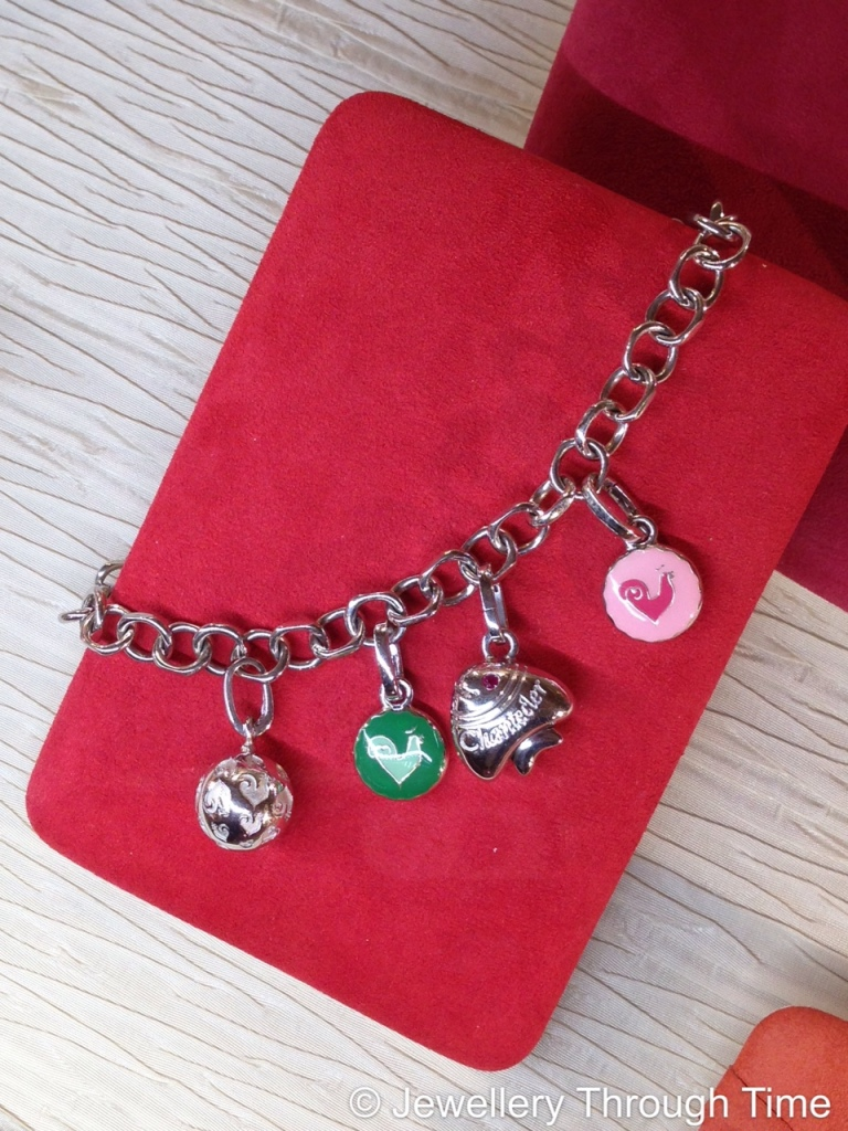Playful and funny silver bracelet with colourful, Capri-style charms from the Et Voilà Collection.