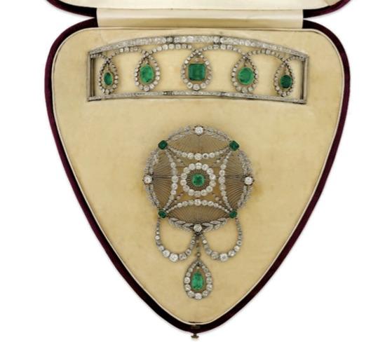 An Edwardian Emerald and Diamond Suite. Estimate: £30,000 - 40,000