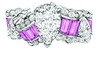 Gros Grain Saphir Rose Ring. 750/1000 white gold, diamonds and pink sapphires.