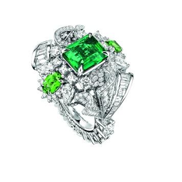 Plumetis Emeraude Ring. 750/1000 white gold, diamonds, emerald and tsavorite garnets.