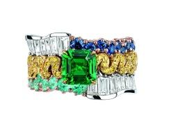 Tresse Emeraude Ring. 950/1000 platinum, 750/1000 pink and yellow gold, diamonds, sapphires, yellow diamonds, Paraiba-type tourmalines and emerald.