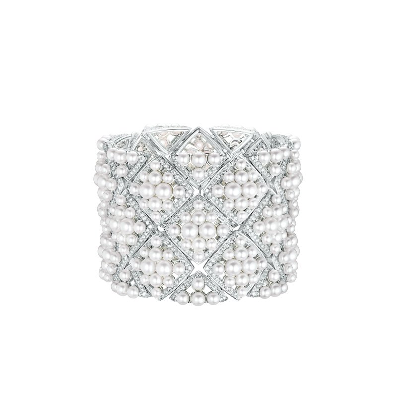 """Signature de Perles"" cuff in 18K white gold set with 1191 brilliant-cut diamonds for a total weight of 12.4 carats and 308 Japanese cultured pearls."